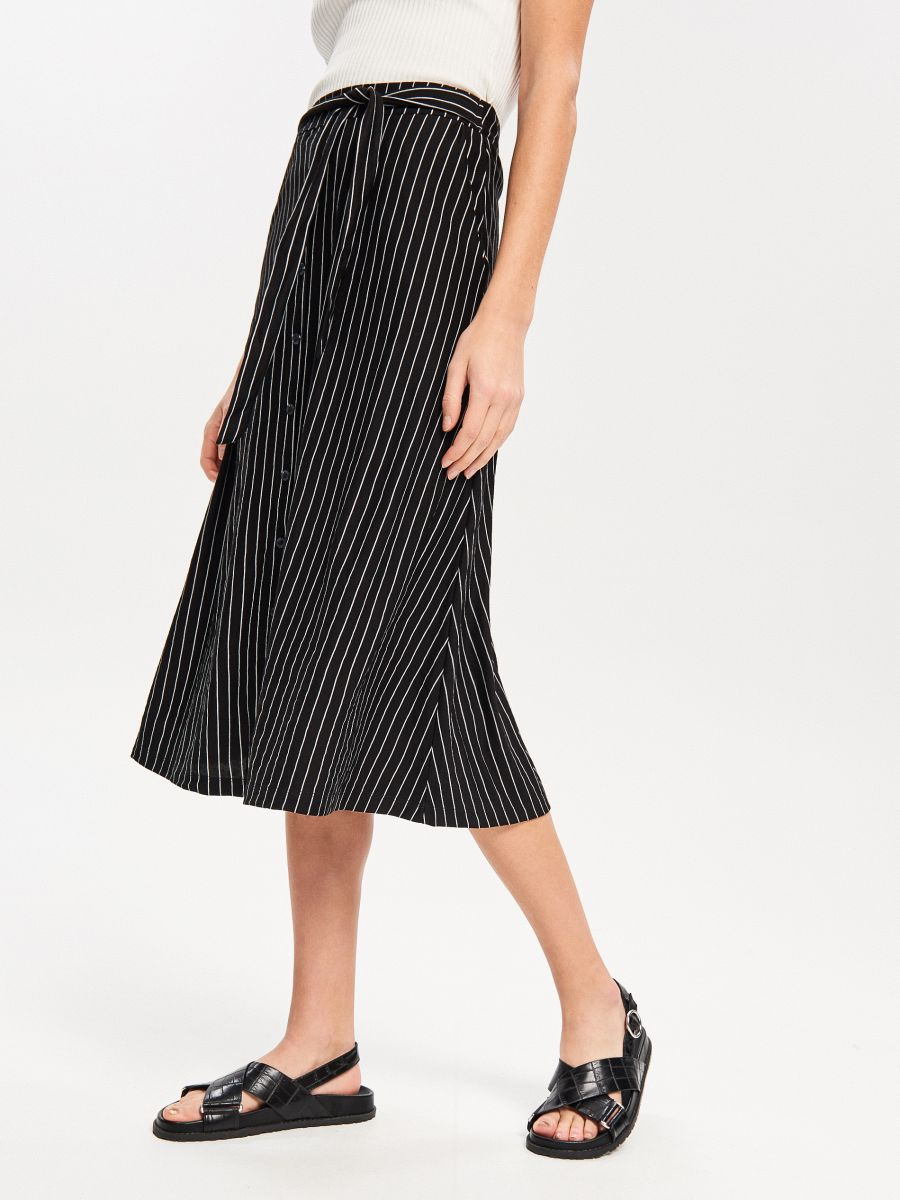 d4678e00bacb Buy online! Midi skirt in stripe, RESERVED, VV444-99X