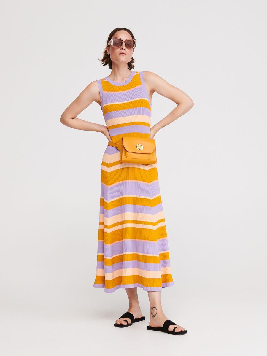 1624125bfc3a Nakupujte online! Pásikavé úpletové šaty