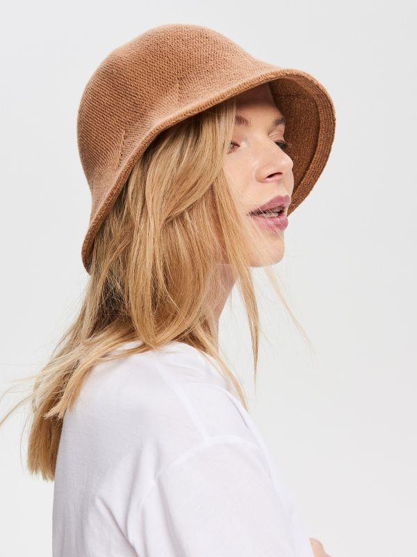 a7cdcf1ef Slamený klobúk · Klobúk typu bucket hat - béžová - VG940-80X - RESERVED.  Exkluzívne online