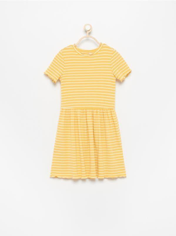 096d60de3a393e Kombinezon z plisowanym dołem · Sukienka z krótkim rękawem - żółty -  VR317-17X - RESERVED
