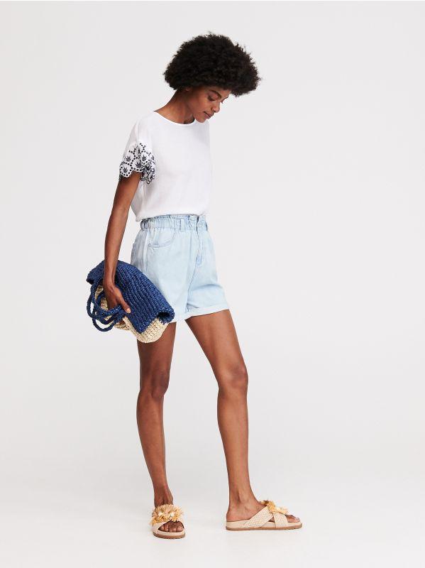 e32a60d2121ee8 4 Jeansowe szorty z wysokim stanem - niebieski - WB332-05J - RESERVED